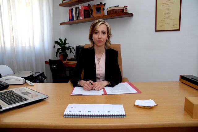 Silvia dell 39 acqua alla scrivania for Scrivania avvocato